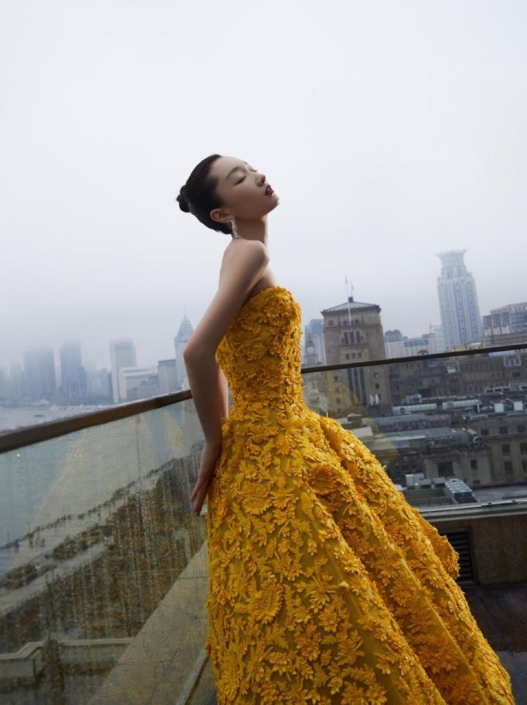 Zhou Dongyu wears an elegant yellow dress made by Ashi